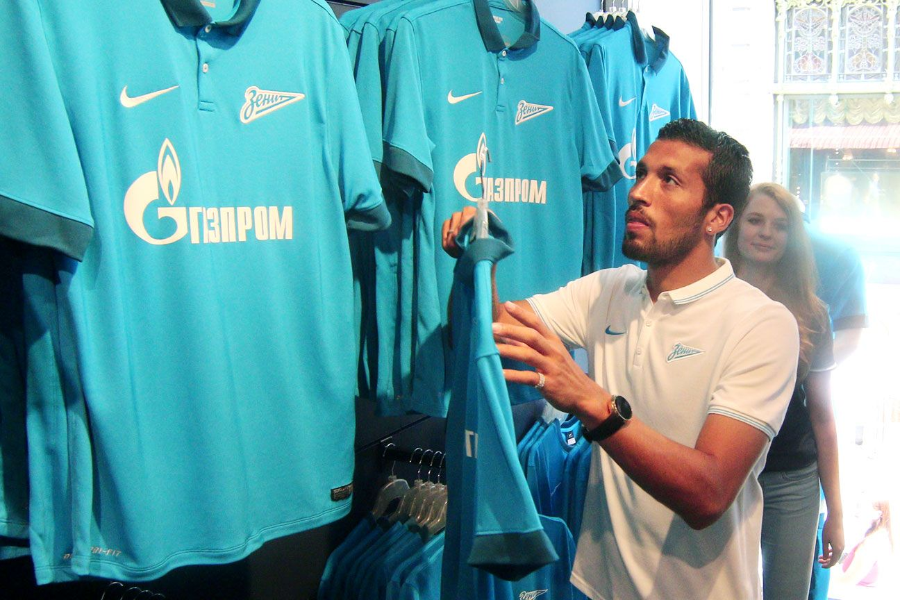 Ezequiel Garay, a World Cup runner-up with Argentina, is a major coup for Zenit.