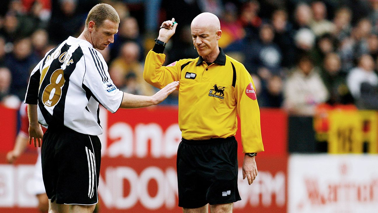 Dermot Gallagher refereed in the Prem from 1992-2007 and rates Webb as one of the best.