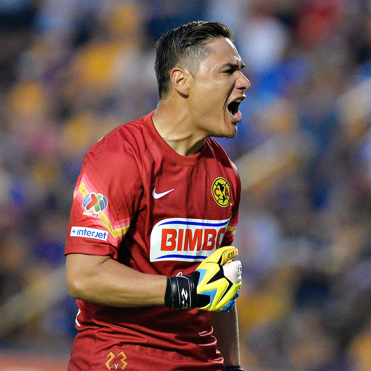 Veteran Club America goalkeeper Moises Munoz will be tasked with putting the clamps on the Chivas attack.