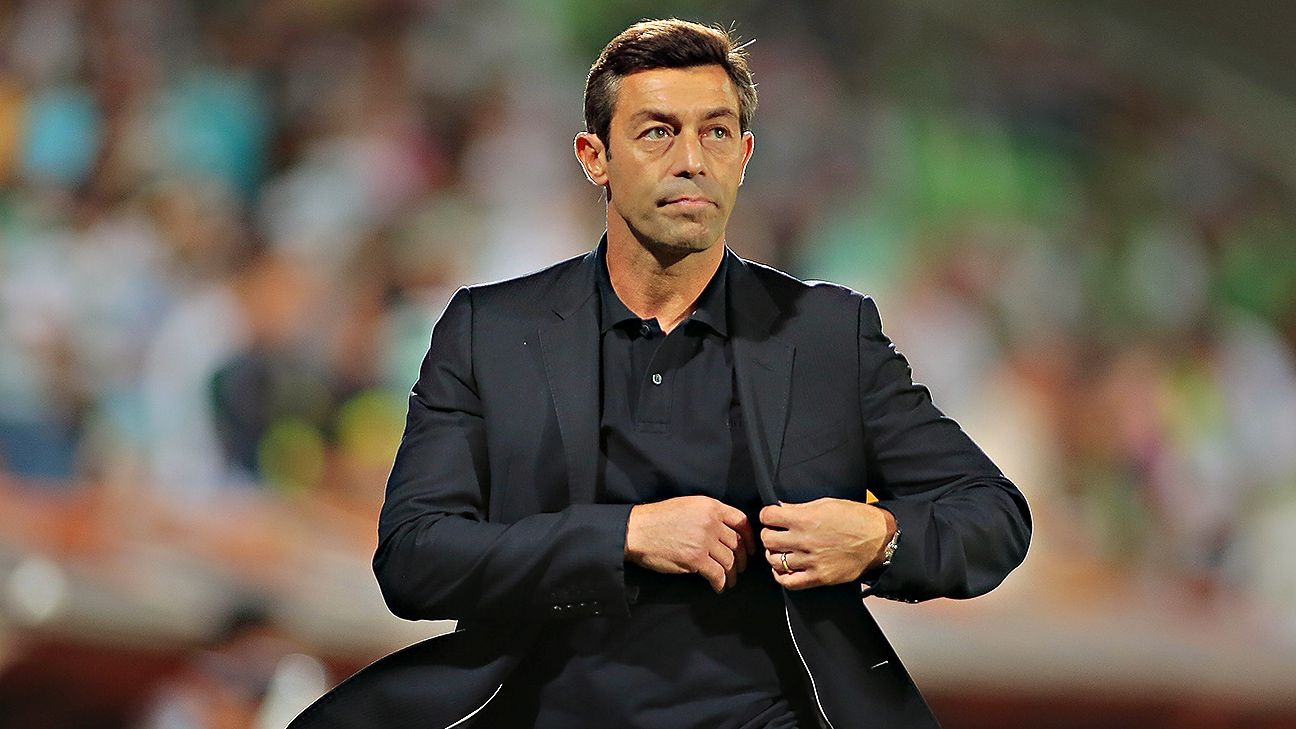 Pedro Caixinha guided Santos Laguna to the 2015 Liga MX Clausura title.