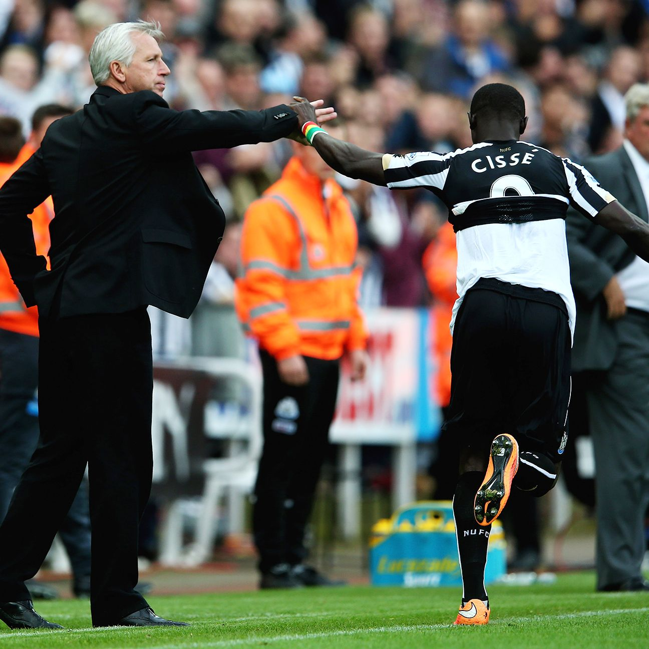 Papiss Cisse made sure he acknowledged under-fire manager Alan Pardew following his first goal on Saturday.