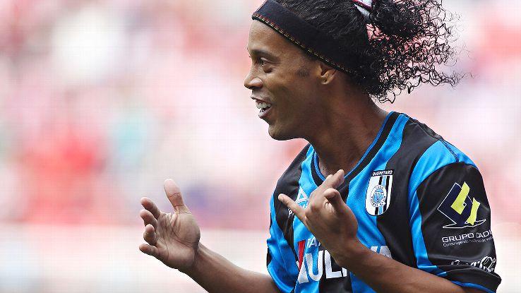 Ronaldinho scored his first goal for Queretaro in Sunday's 4-1 thrashing of Chivas.