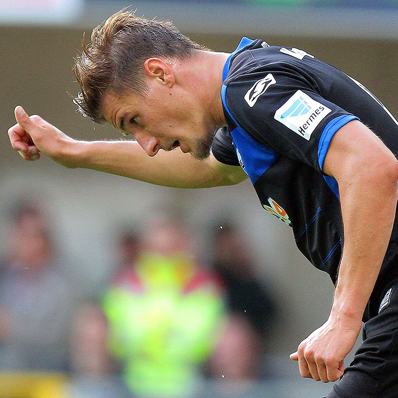 Paderborn's Stefan Kutschke earned a thumbs-up for his sporting gesture from a rival manager.