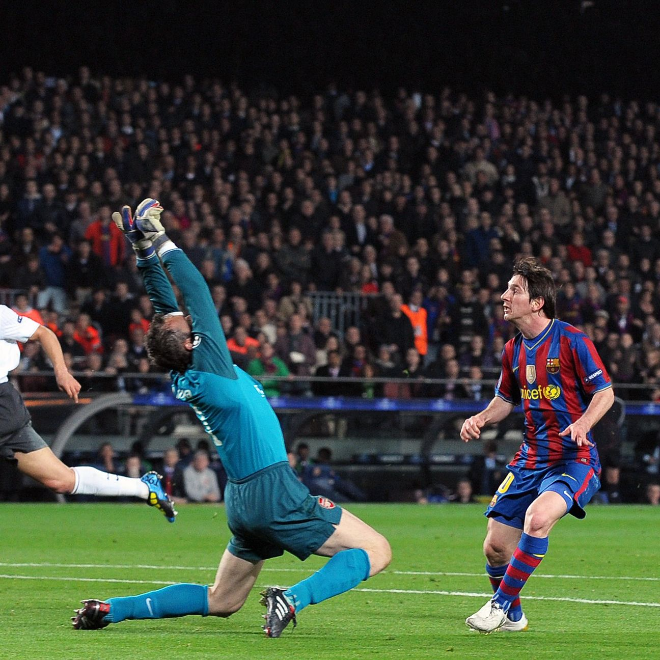 Lionel Messi chips Manuel Almunia for another memorable goal.