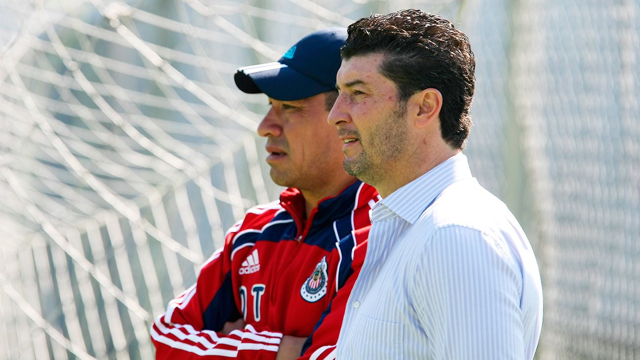 In his second stint as coach at the club, Chepo de la Torre has been tasked with helping Chivas avoid relegation.