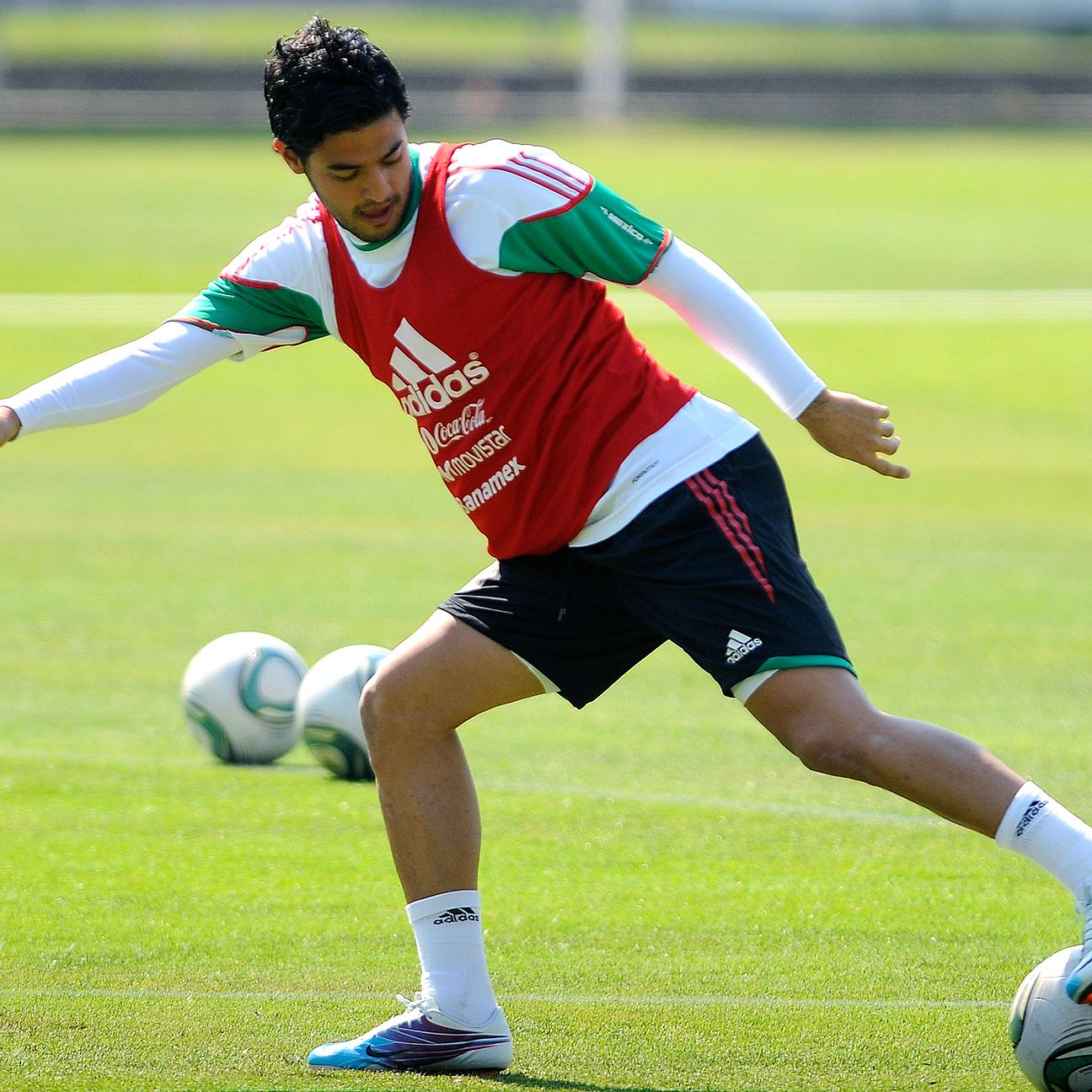 Carlos Vela's 'will-he-or-won't-he' game with the Mexican national team continues to drag on.