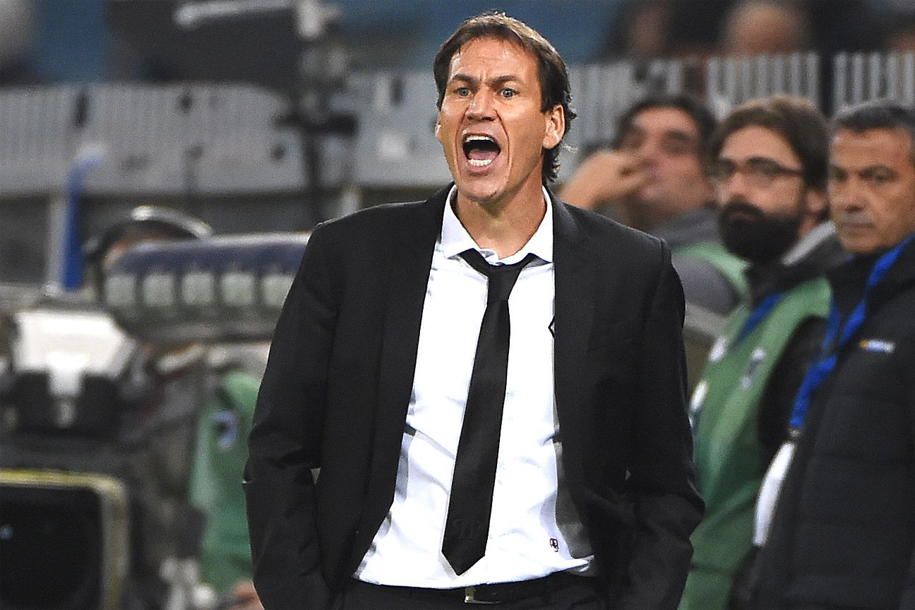 Rudi Garcia's Roma rebounded from their Bayern bashing to earn a point at Sampdoria.