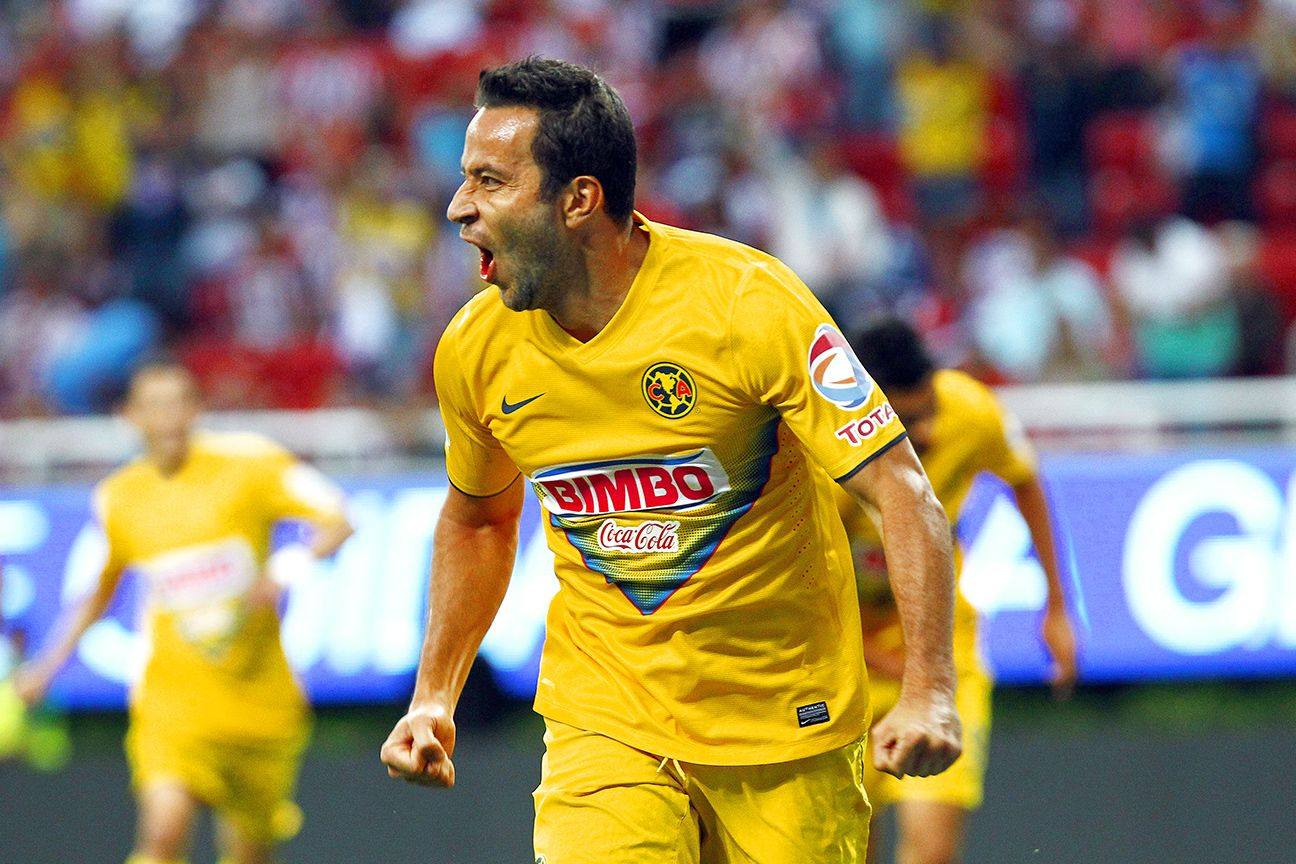 Luis Gabriel Rey and Club America dominated rivals Chivas in their previous meeting, a 4-0 final in Guadalajara.
