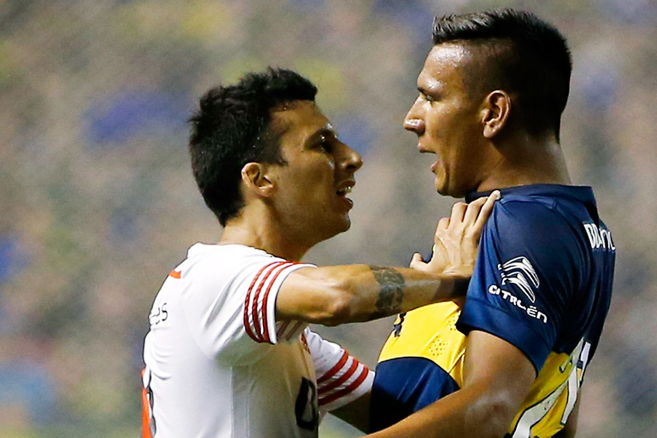 Leonel Vangioni, left, and River Plate fought and clawed their way to a scoreless draw against Andres Chavez and Boca Juniors in Thursday night's Copa Sudamericana first leg semifinal.