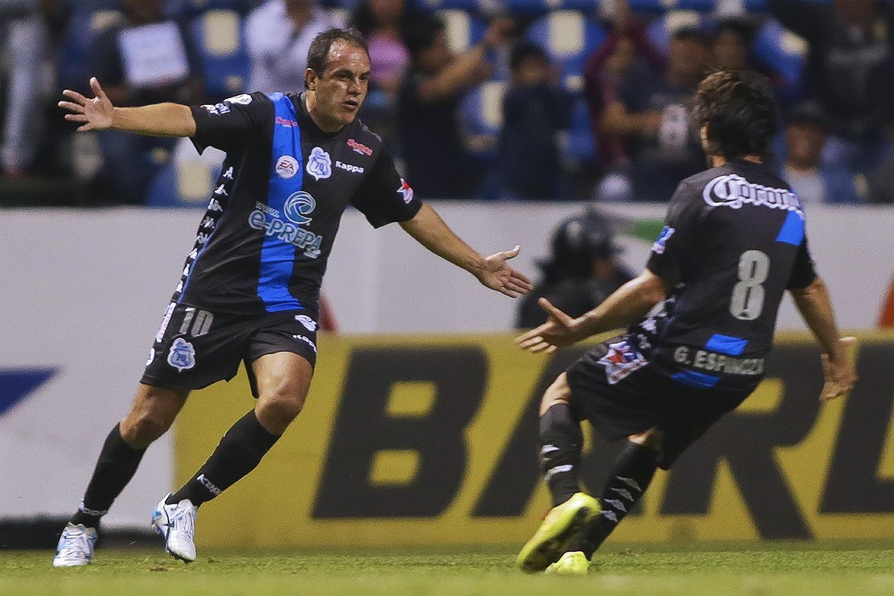 Cuauhtemoc Blanco turned back time in tallying two goals for Puebla against Santos.