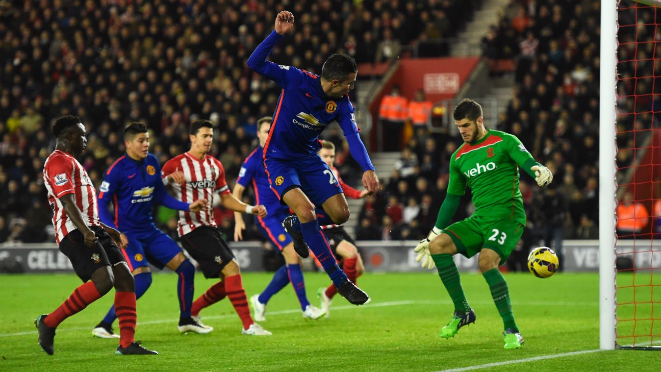 Robin van Persie fires Manchester United to victory at Southampton