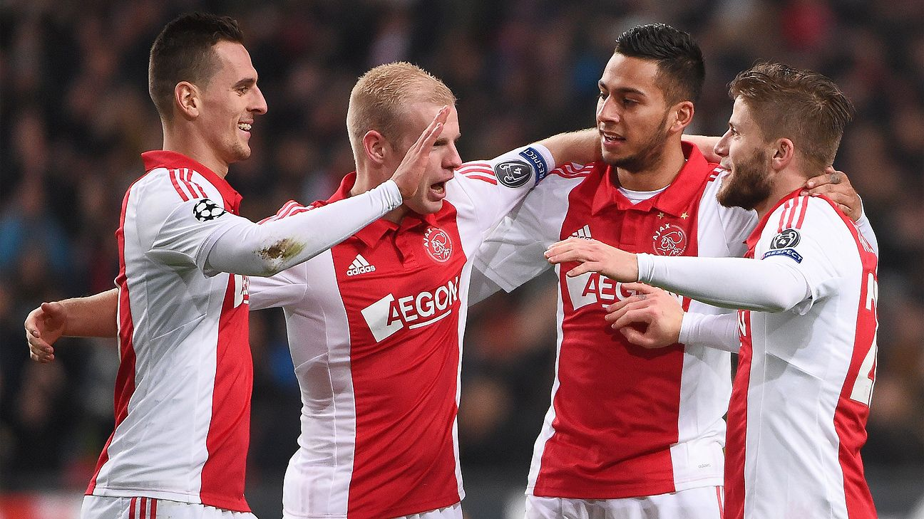 Ajax players celebrate Mother's Day in style with pregame accompaniment