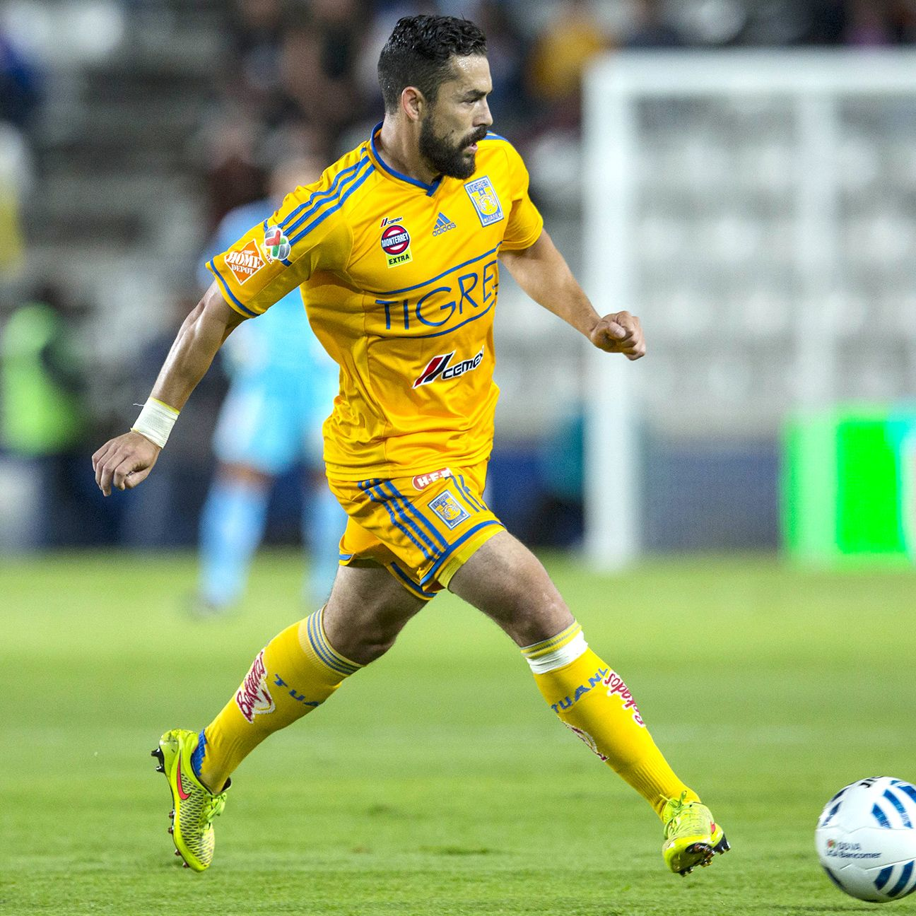 After winning the 2012 Clausura with Santos, Herculez Gomez will be looking to claim his second Liga MX title on Sunday with Tigres.