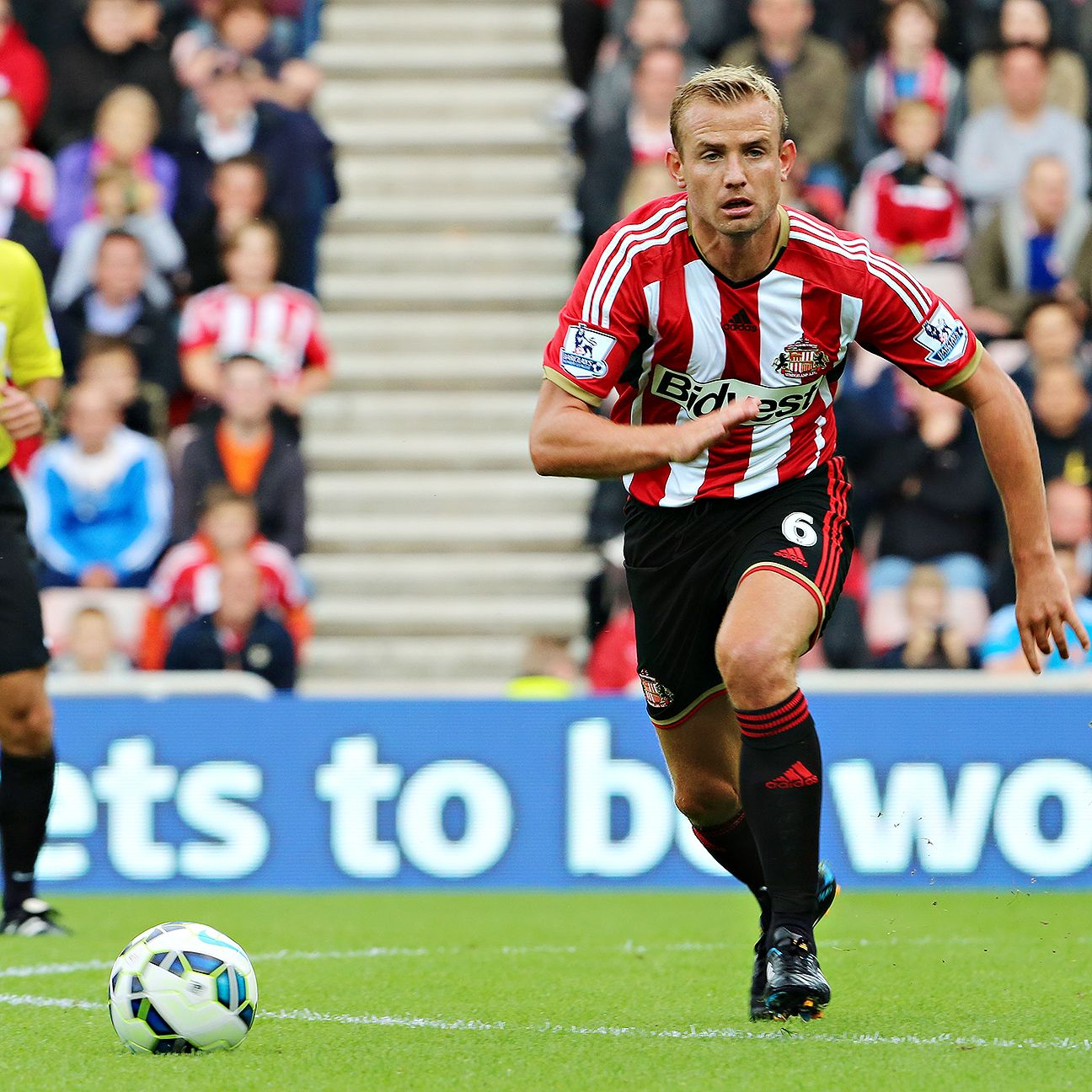 Known mainly for his accumulation of cards, Lee Cattermole's passing is an unheralded part of his game.