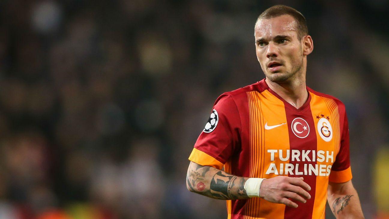 Wesley Sneijder hits out at Louis Van Gaal s poor interpersonal