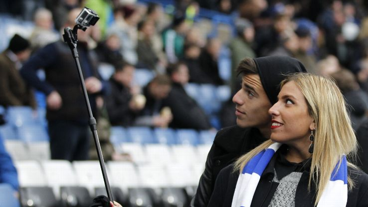 tottenham and arsenal ban selfie sticks from stadiums espn fc. Black Bedroom Furniture Sets. Home Design Ideas
