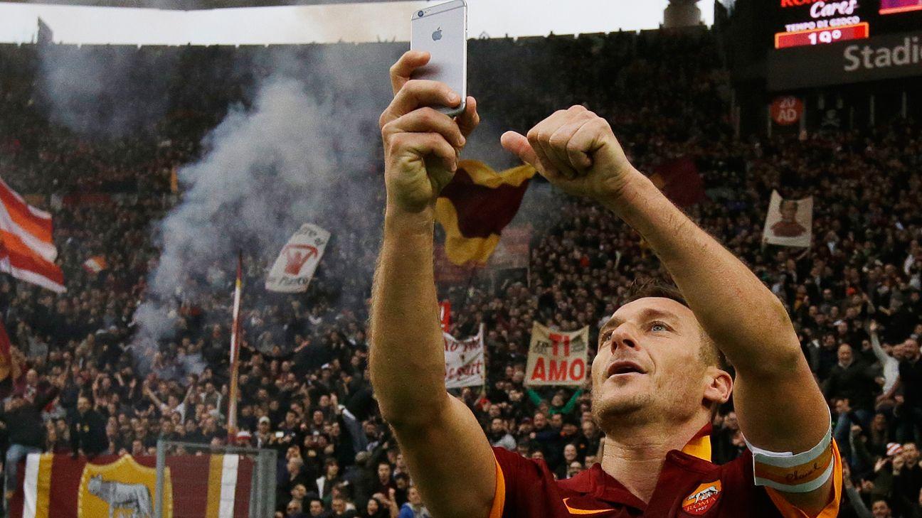 Francesco Totti celebrates goal by taking selfie - ESPN FC
