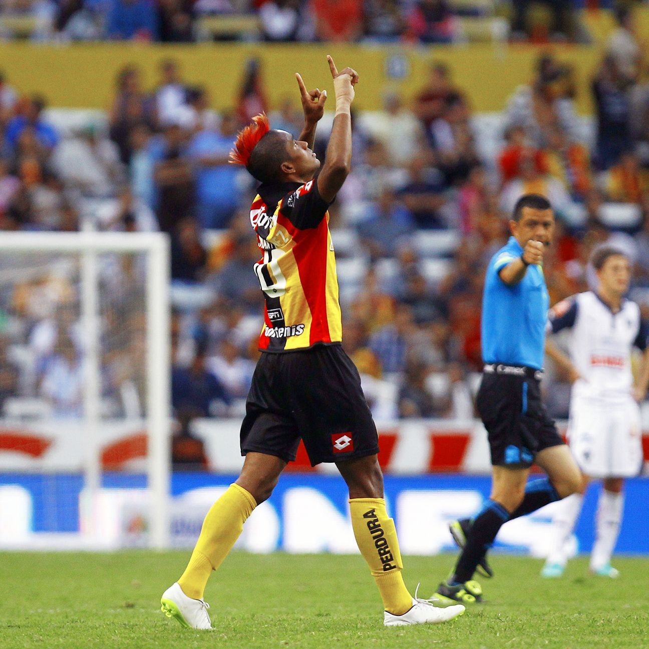 Fidel Martinez's heroics helped relegation-threatened Leones Negros to a surprising win over Monterrey in week one.