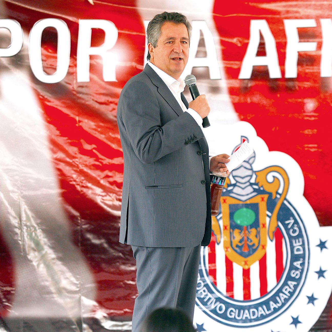 Chivas owner Jorge Vergara was quick to deflect criticism in his Thursday Twitter Q&A with fans.