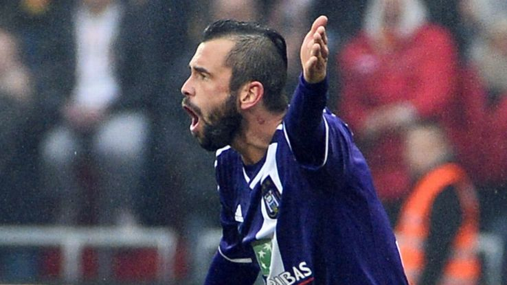It was not a happy homecoming for Anderlecht's Steven Defour in his return to Standard Liege.