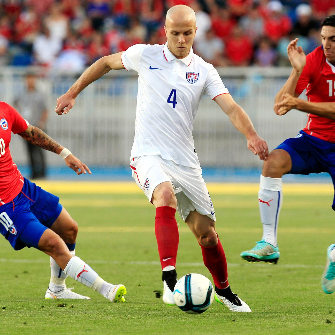 Whom should Jurgen Klinsmann surround Michael Bradley with in central midfield?