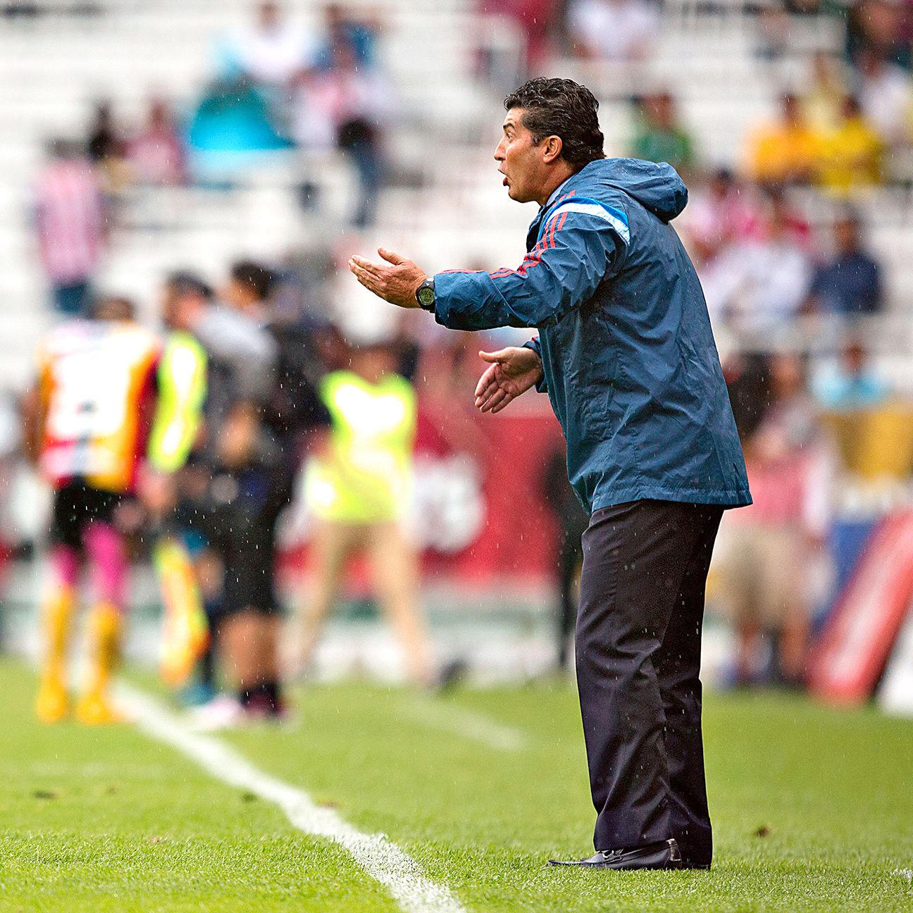 With four points through three matches, Chepo de la Torre has Chivas on track to avoid a drop to the Ascenso MX.