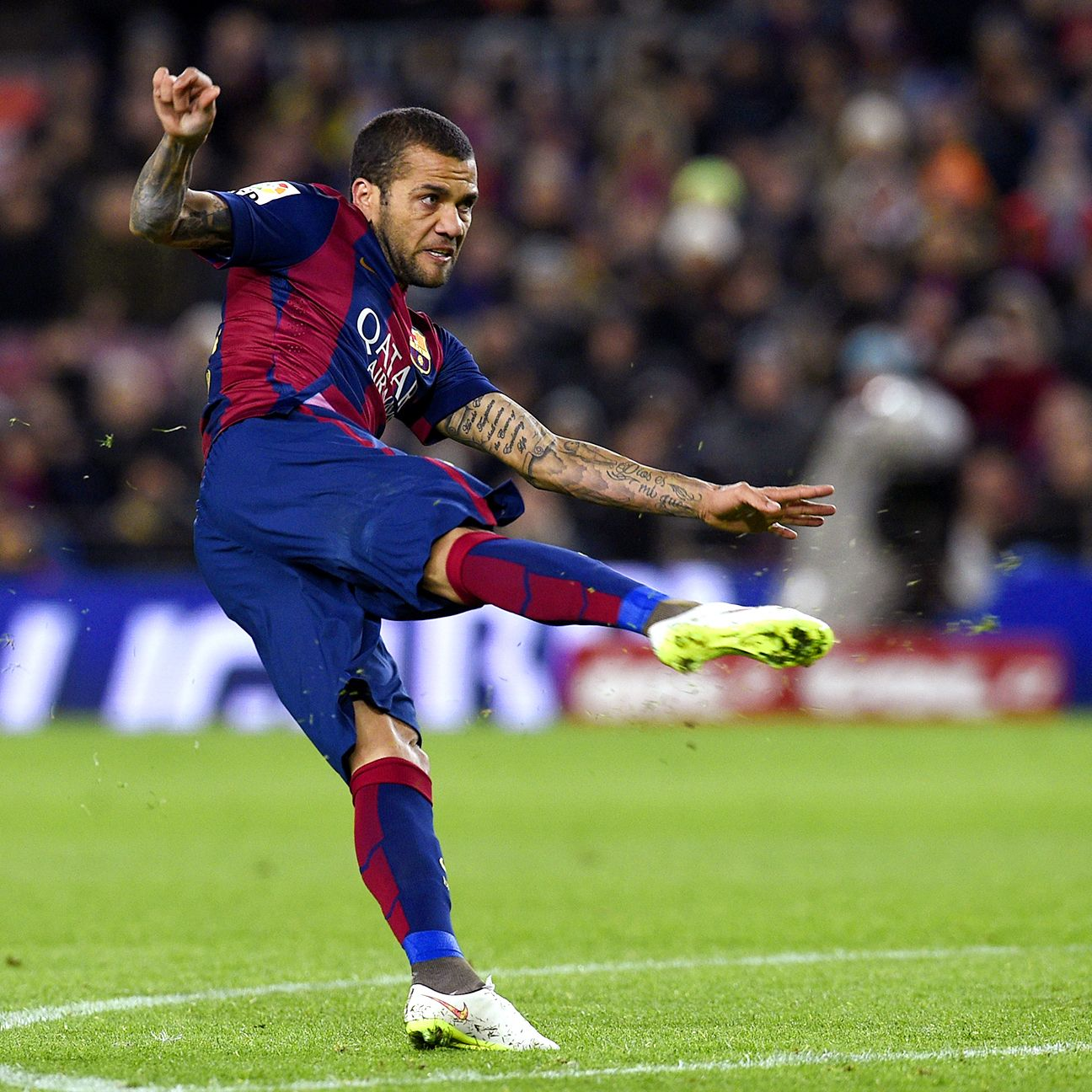 Dani Alves' current Barcelona contract expires at the end of the season.