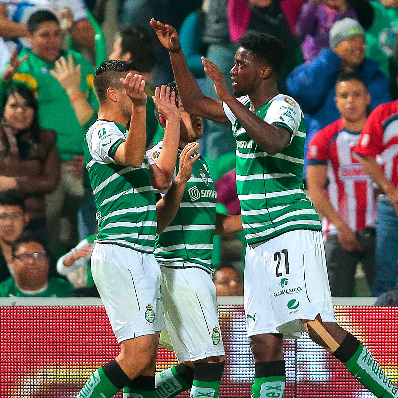 Santos will look to continue their winning ways when they face Toluca.
