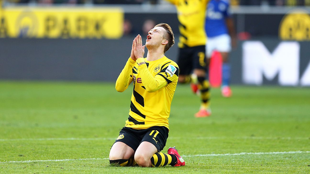 Borussia Dortmund's Marco Reus out until 2018 after knee