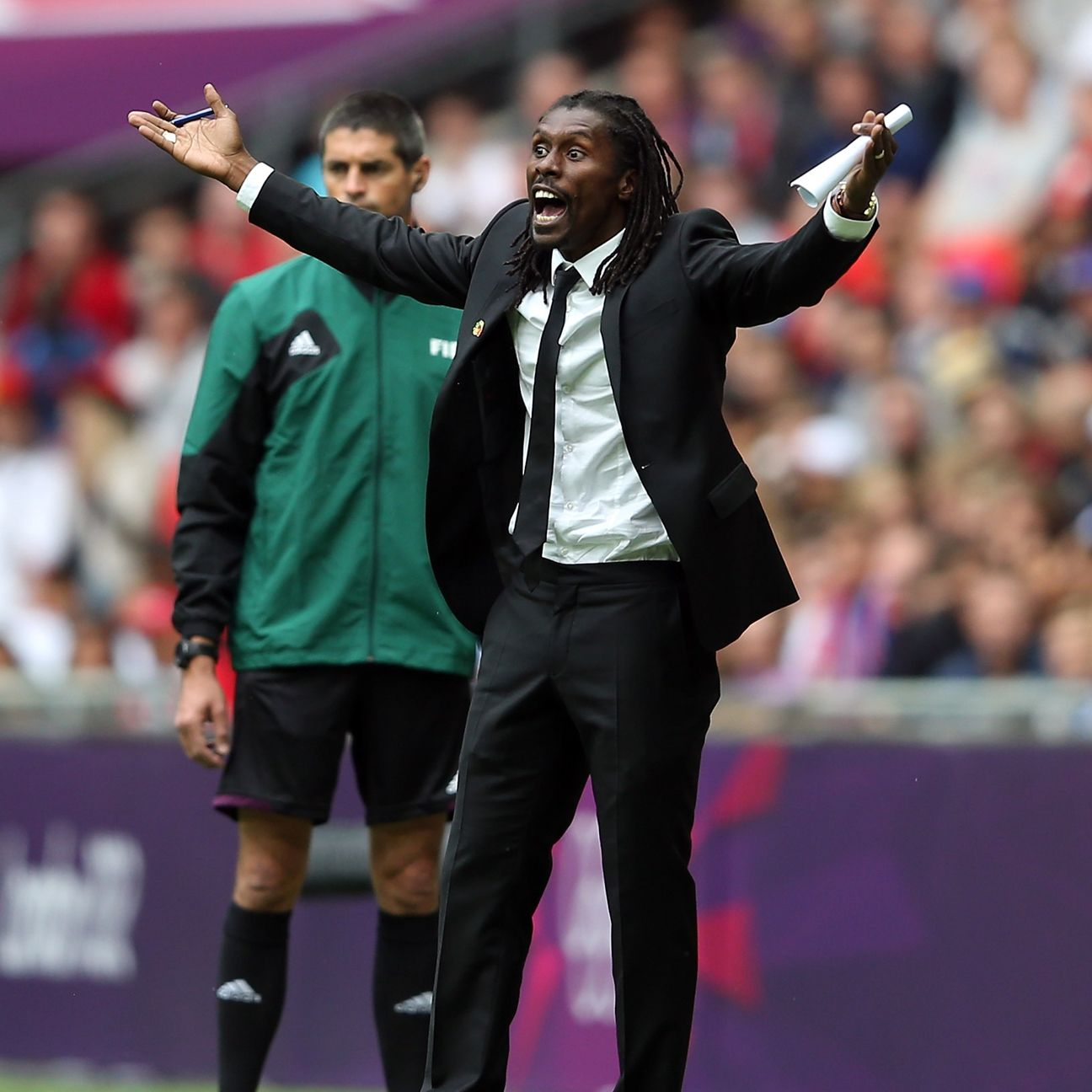 Aliou Cisse urges Senegal on from the touchline