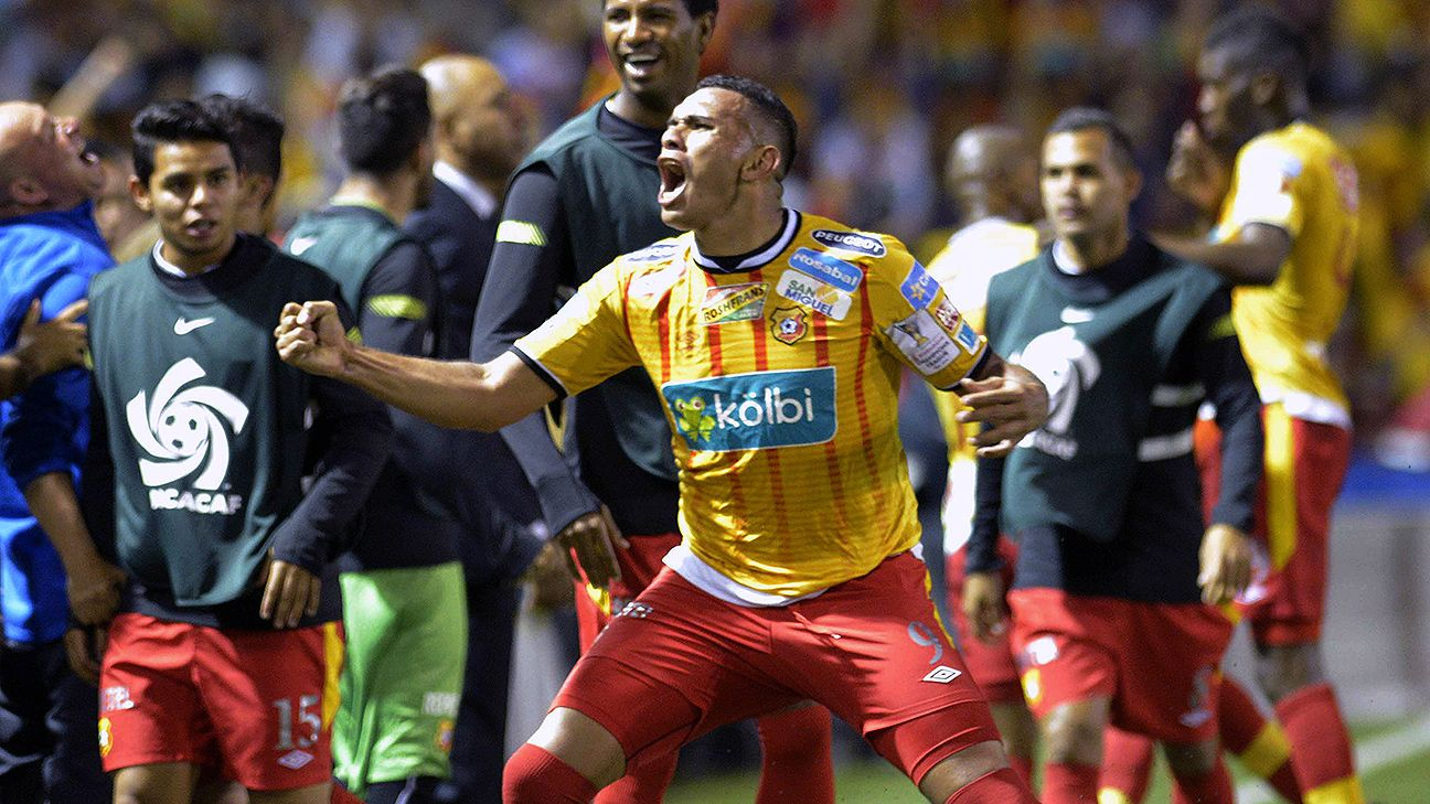 Cristian Lagos' second half goal versus Olimpia sealed Herediano's semifinal spot.
