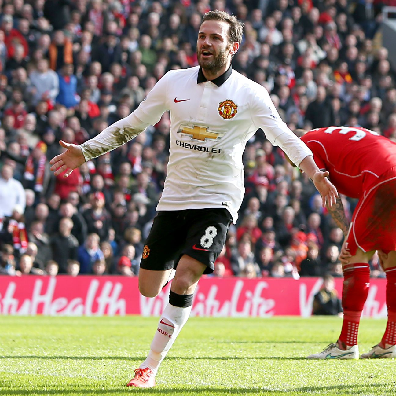 Juan Mata and Manchester United took a big step toward securing a top-four spot on Sunday.