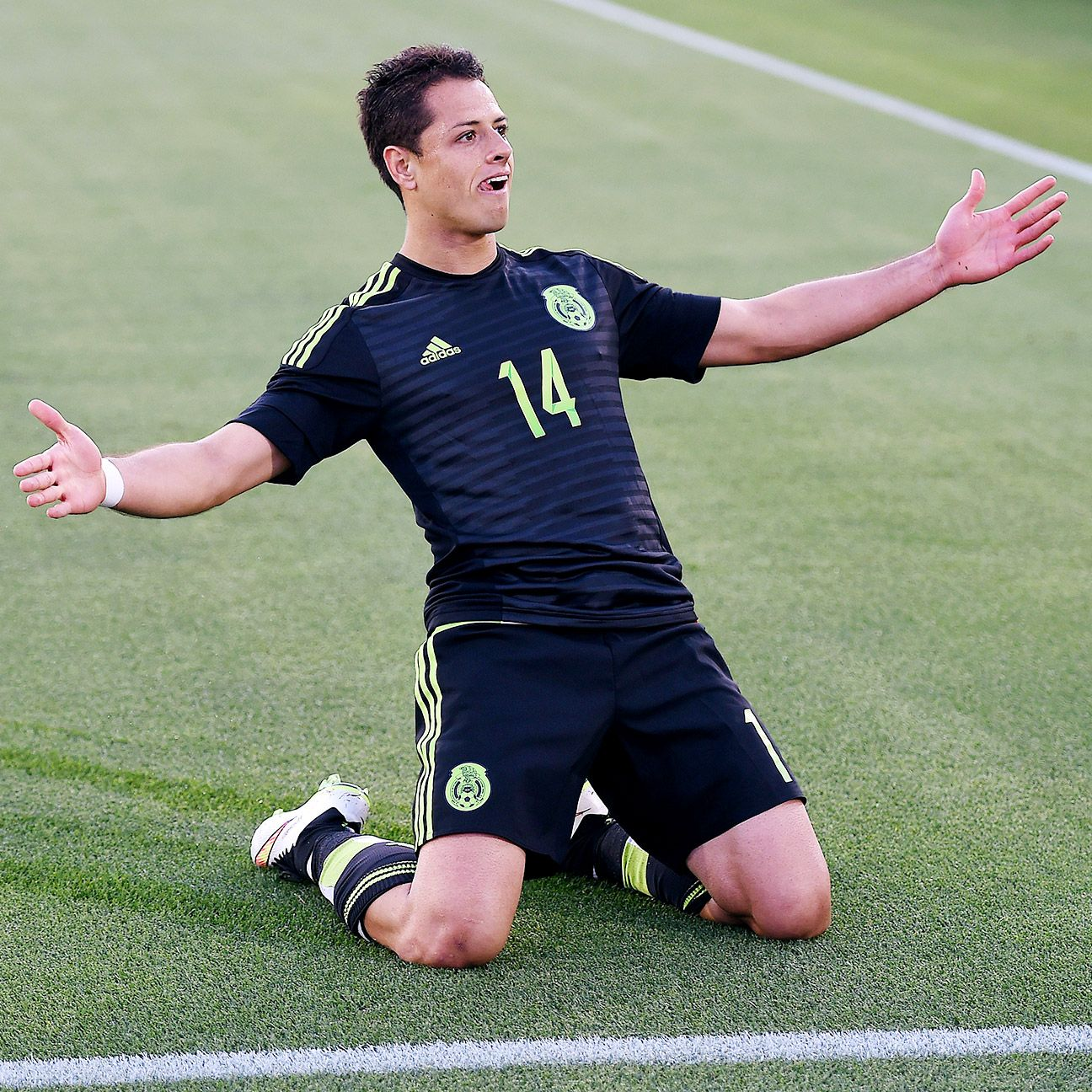 Chicharito Hernandez registered his first goal in competitive action since Mexico's 3-2 win over the Netherlands last November.