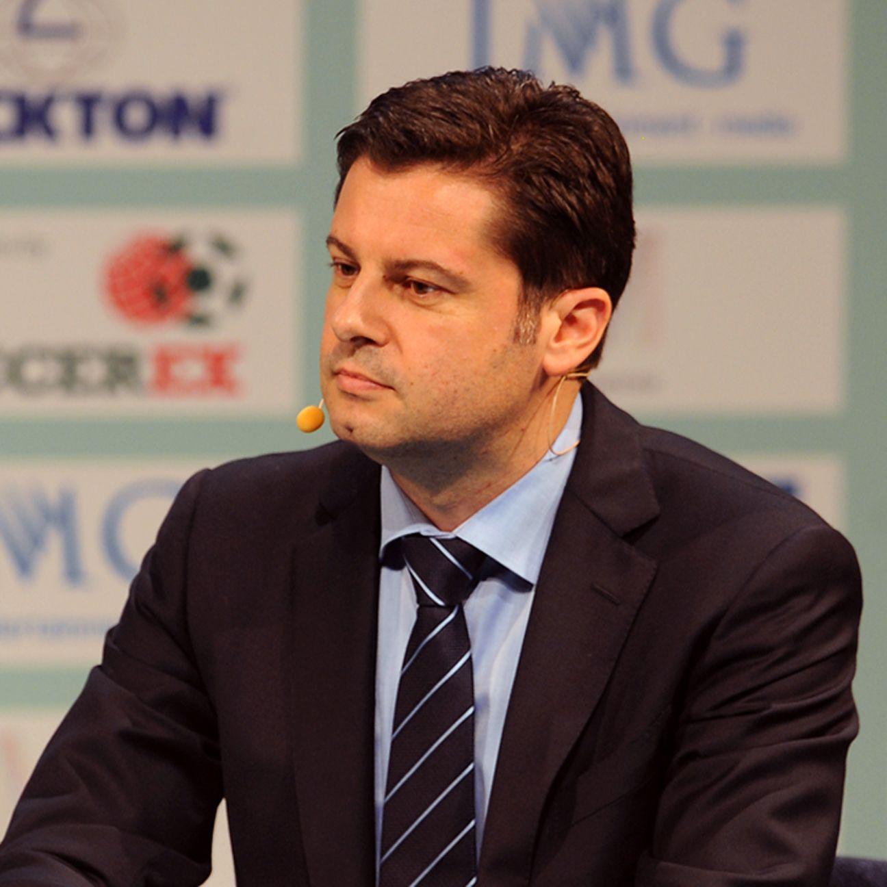 Bundesliga CEO Christian Seifert speaks to club representatives.