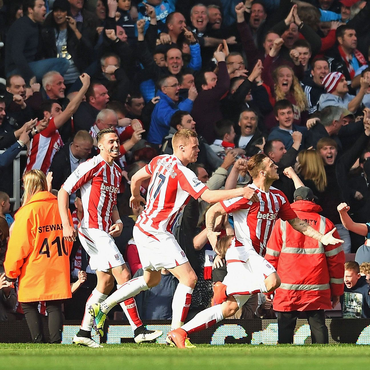 Stoke will look to continue their march on a top-eight finish with a home win over struggling Sunderland.