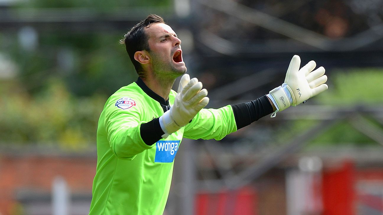 There was not a spare shirt for goalkeeper Joe Kelly to wear in Blackpool's 1-1 draw with Reading.