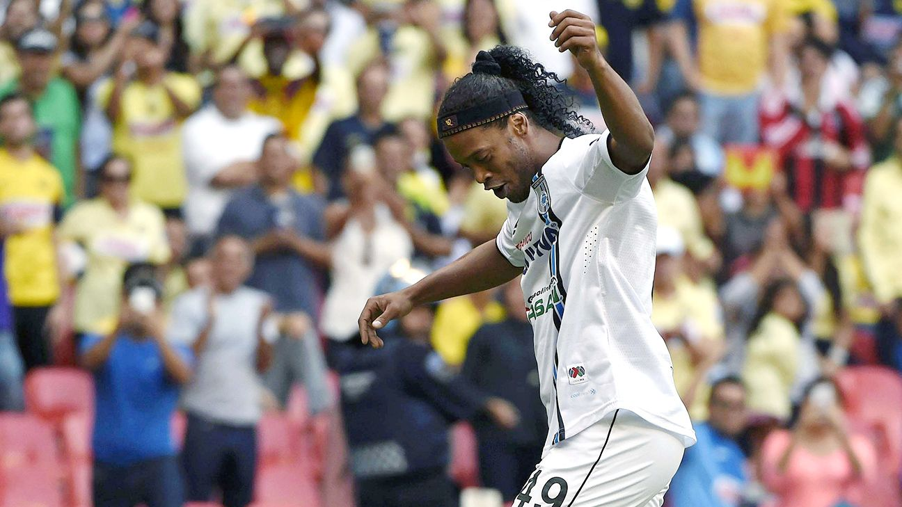 There was samba dancing in the heart of Mexico after Ronaldinho collected a late brace in Queretaro's shock 4-0 win at the Azteca.