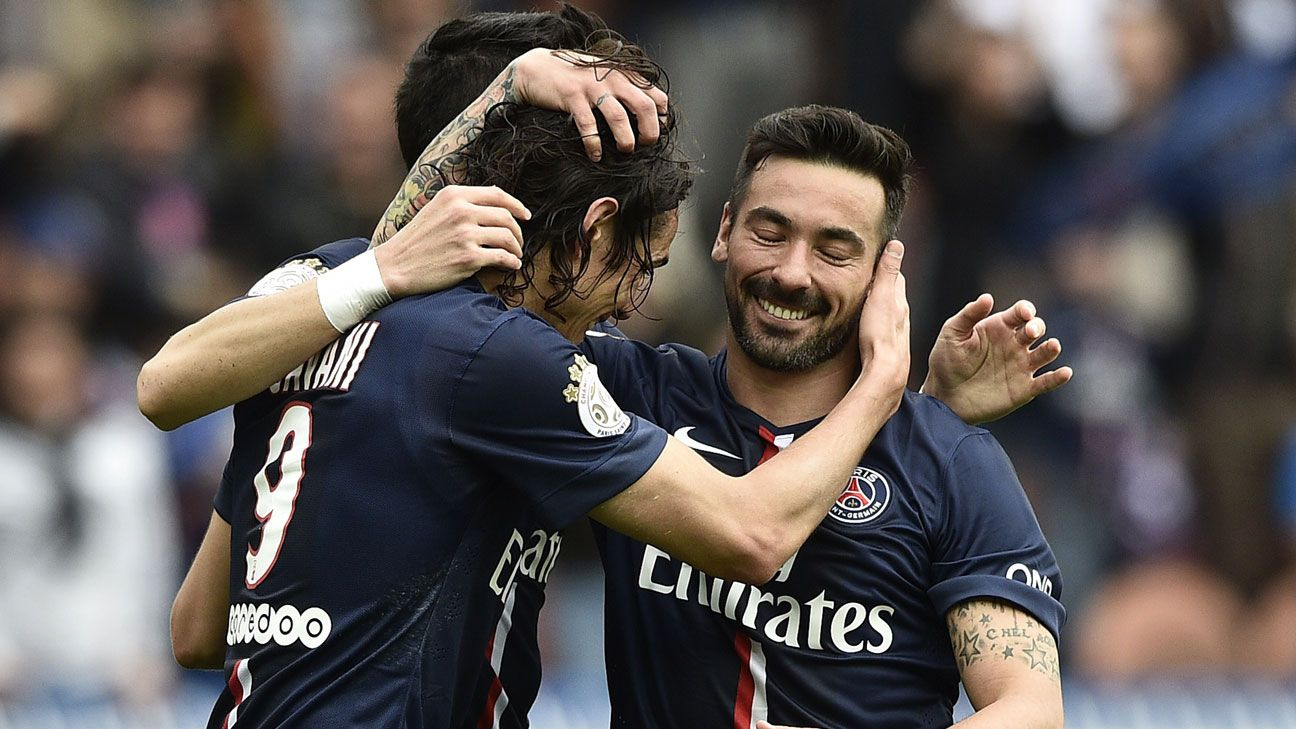 Edinson Cavani, left, and Ezequiel Lavezzi, right, teamed up to score five of PSG's six goal against Lille on Saturday.