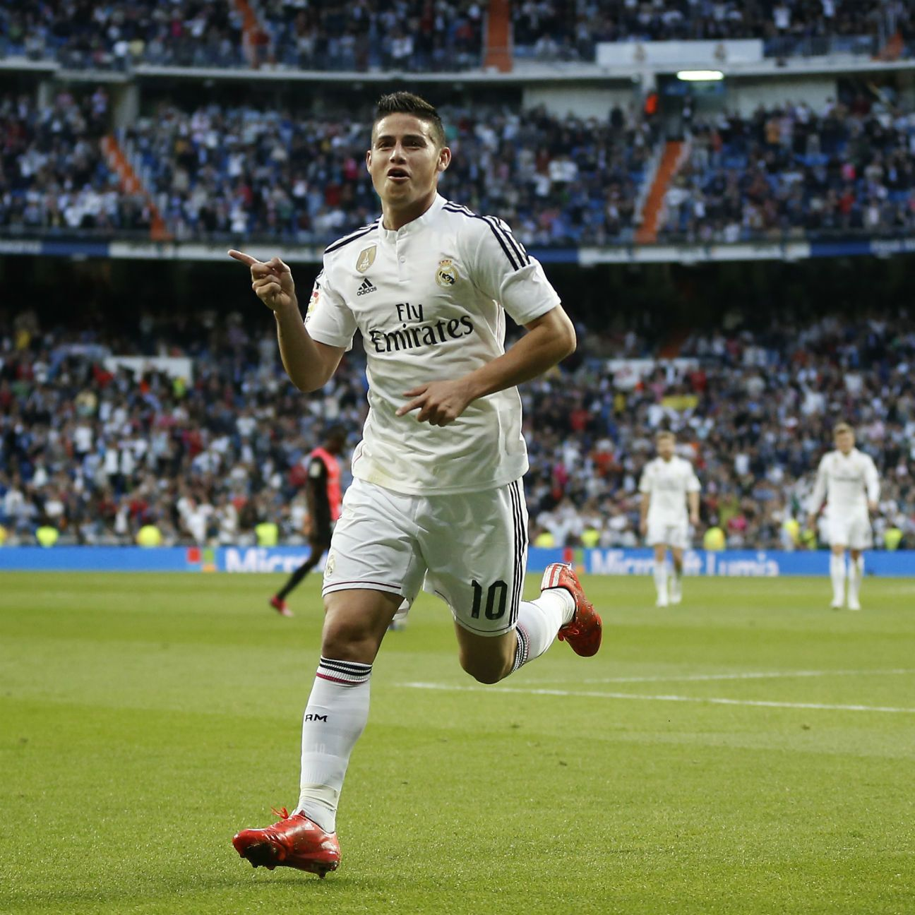 James' <i>golazo</i> ensured that Real Madrid did not lose any ground to league leaders Barcelona.