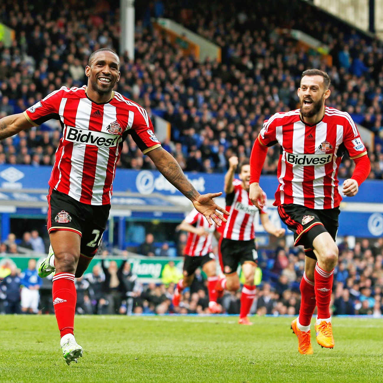 Jermaine Defoe helped give Sunderland's survival hopes a major boost in Saturday's 2-0 win at Everton.