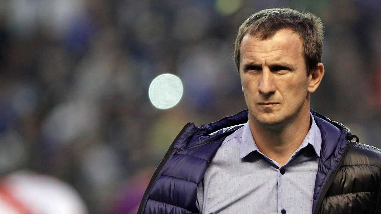Rodolfo Arruabarrena's Boca Juniors face a 1-0 deficit in their Copa Libertadores tie with long-time rivals River Plate.