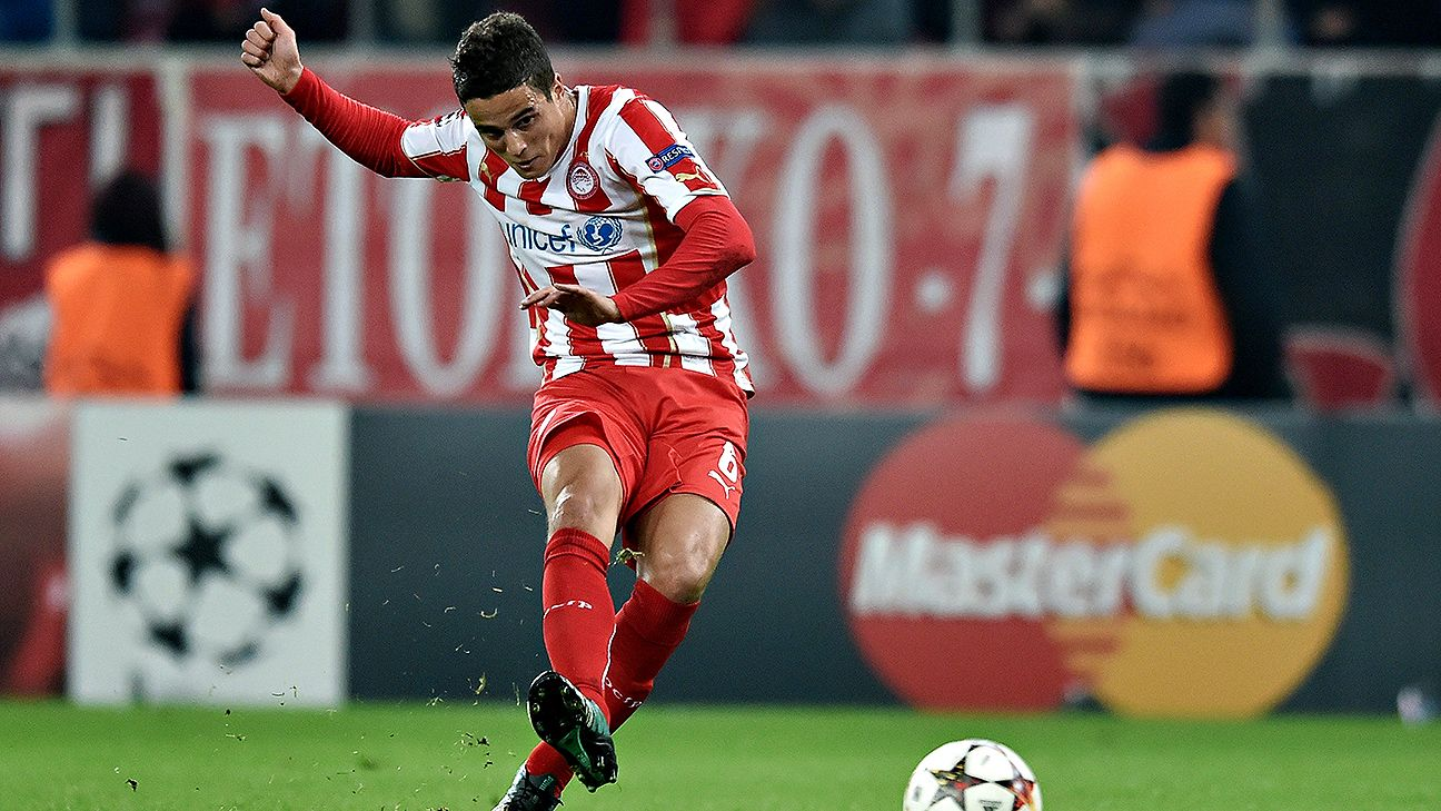 Stoke City have once again dipped into the pool of former Barcelona players, this time adding Dutch winger Ibrahim Afellay.