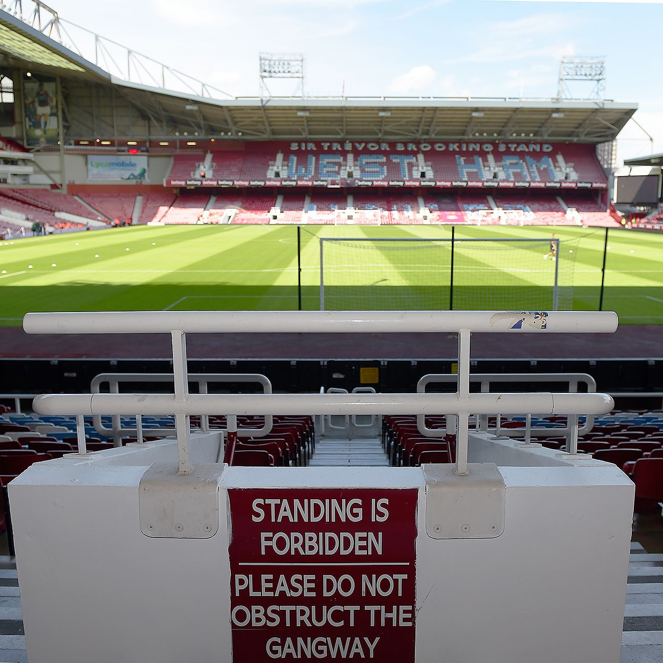 West Ham hope to cap off their final home opener at Upton Park with three points against Leicester City.
