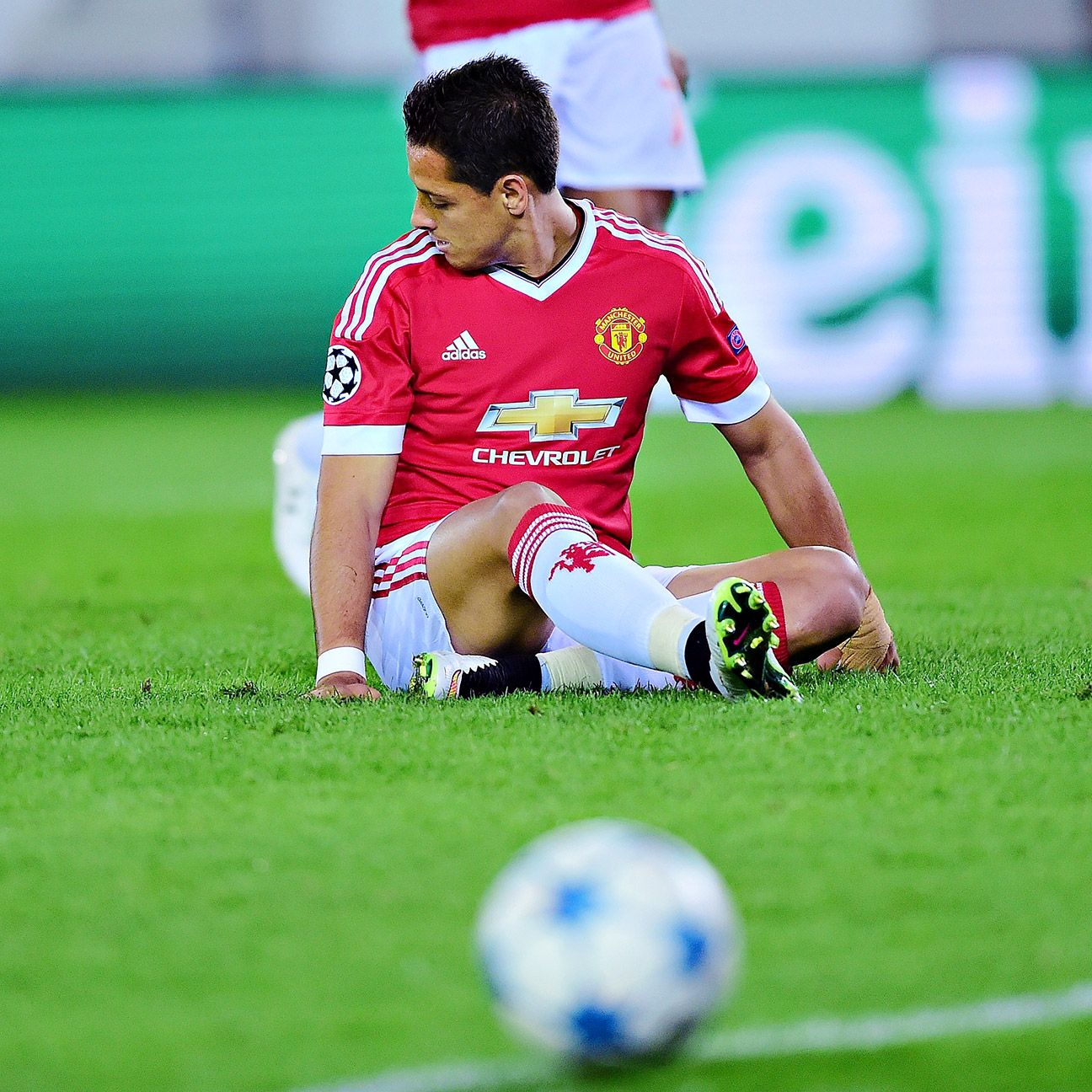 A slip on a penalty attempt and a missed sitter made it a rough night for Manchester United striker Javier