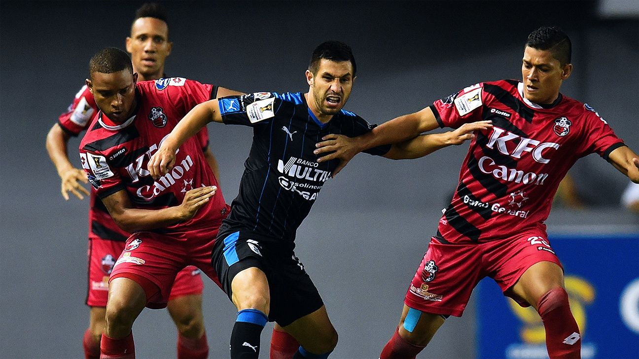 A 2-1 loss to San Francisco has Luis Noriega, center, and Queretaro in danger of missing the CCL quarterfinals.