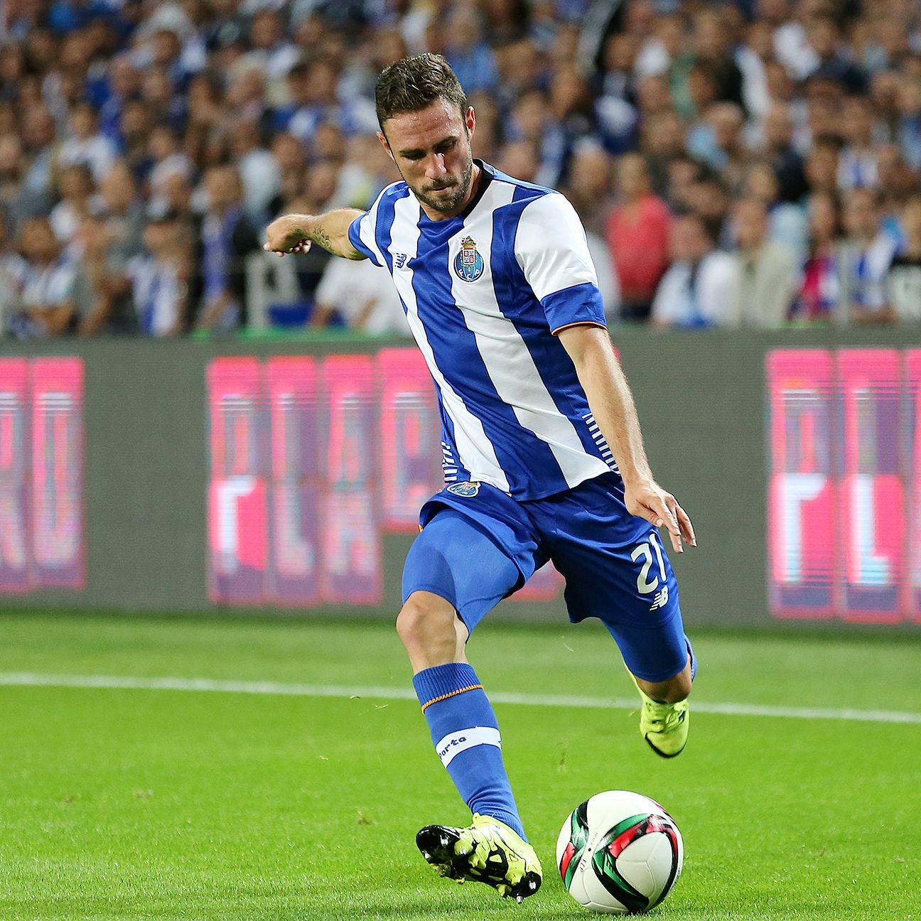 Miguel Layun went the distance in Porto's 1-0 win over rivals Benfica.