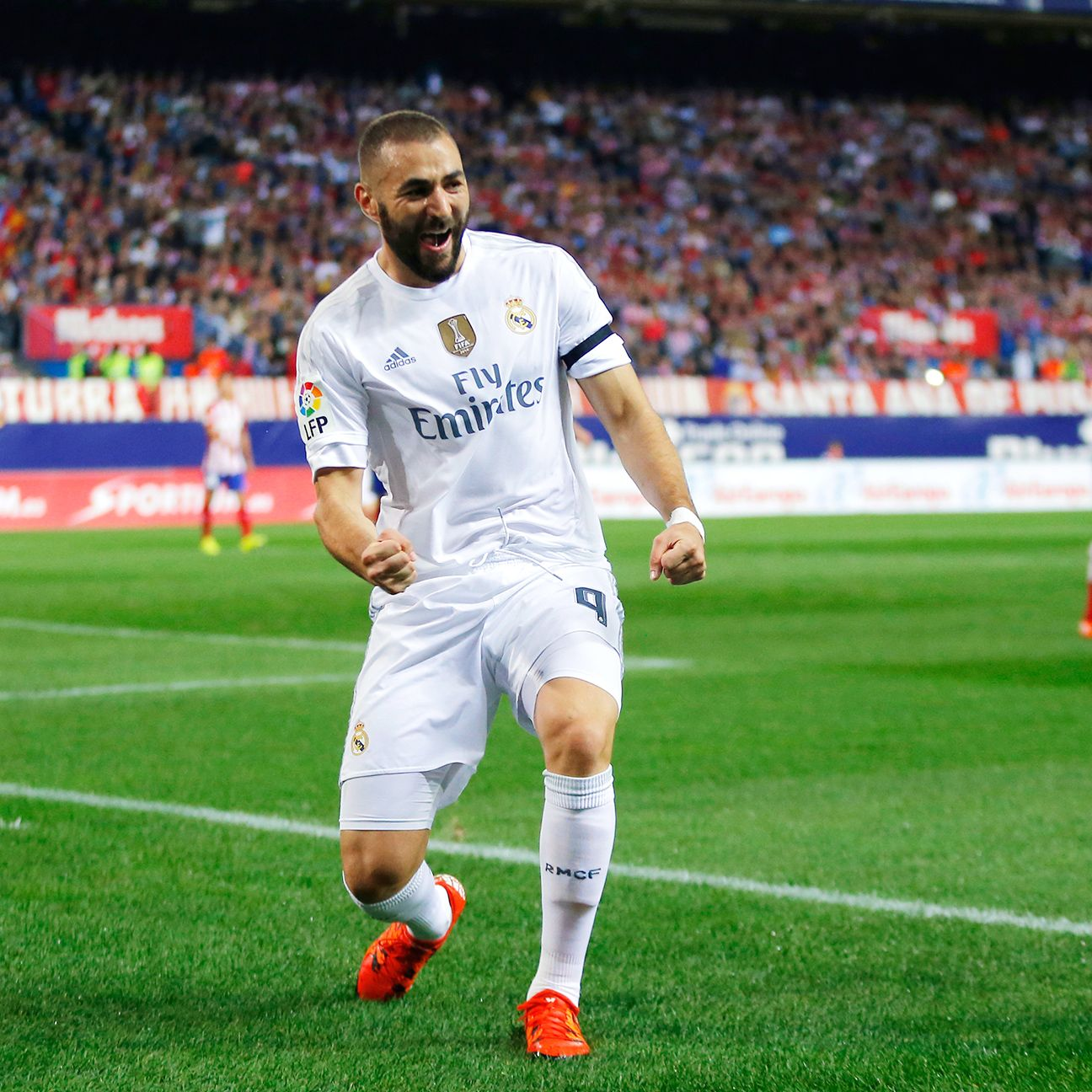 Karim Benzema continued his fine start to the 2015-16 by netting Real's goal in the ninth minute.