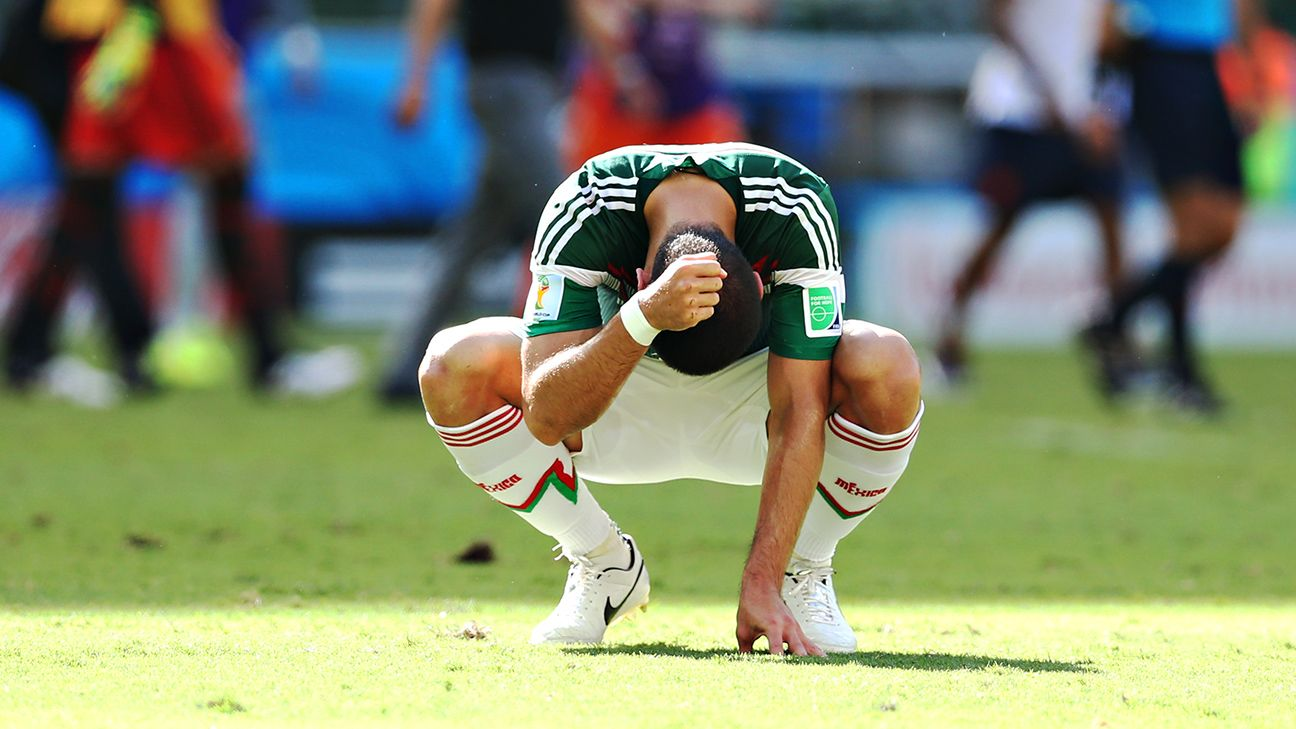 Mexico's preparation for U.S. match reveals usual chaos behind the scenes