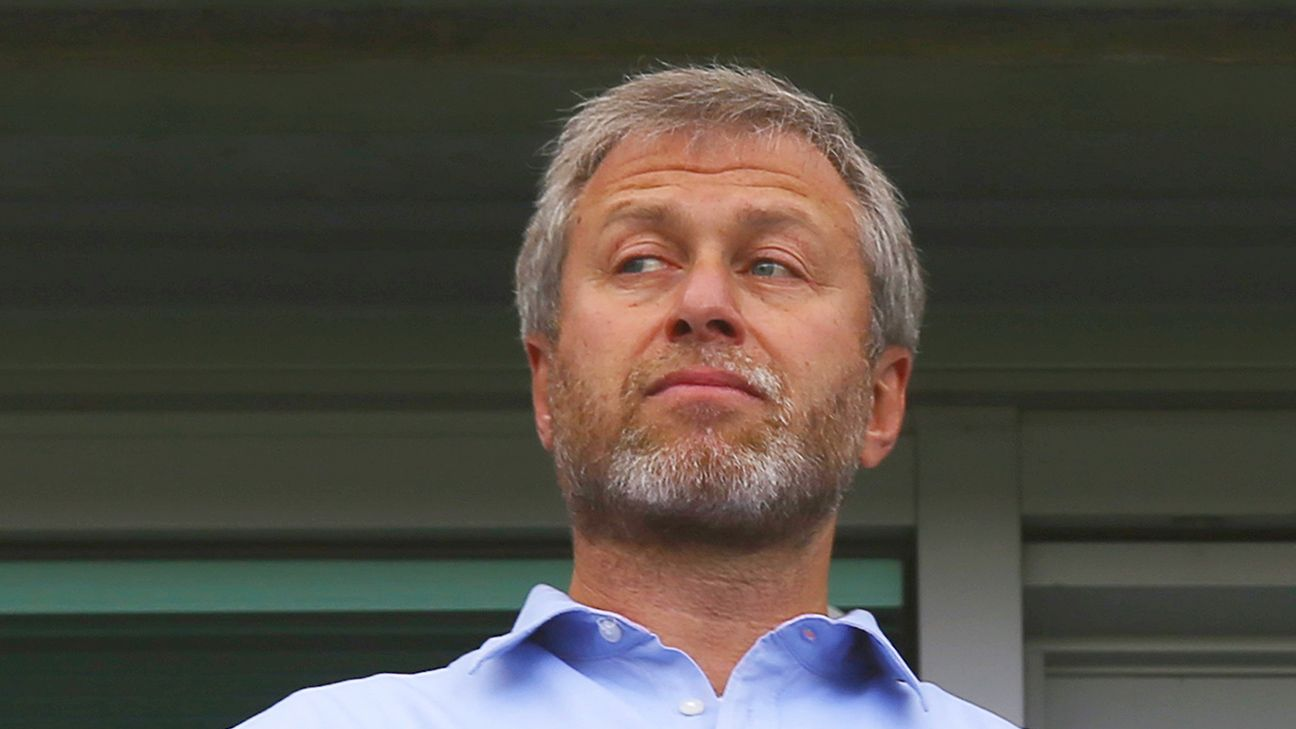 As of right now, Chelsea owner Roman Abramovich has given manager Jose Mourinho his full backing.