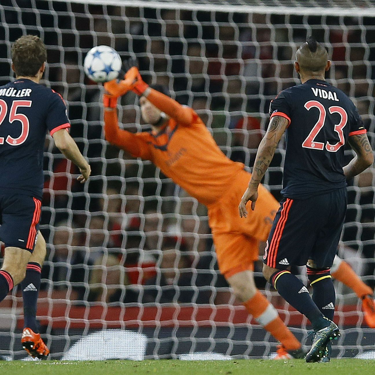 Bayern Munich will be looking for better success against Petr Cech in the Arsenal goal.